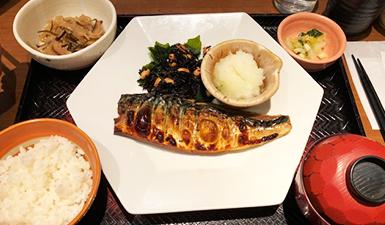 디쉬인사이드 도쿄:돈카츠 스시 카레 소바 덮밥 어느가족 너의 이름은 코쿠리코 언덕에서 도쿄이야기의 세계 - 13